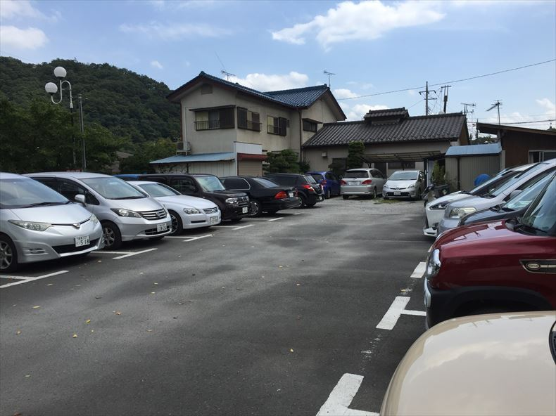 長瀞駅近くの小さな駐車場